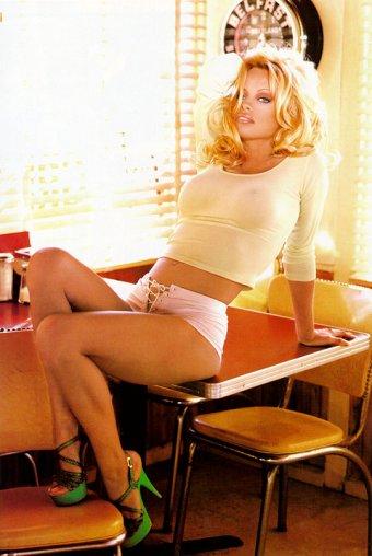 Pamela Anderson - Click to enlarge